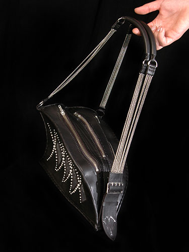 Extravagante Tasche in Aktion